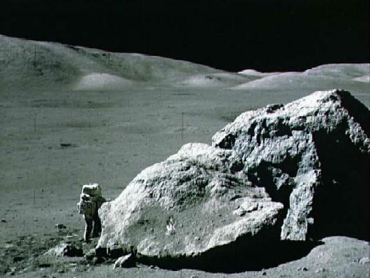 http://www.astrocosmos.net/articles/solar/lune_apollo17.jpg